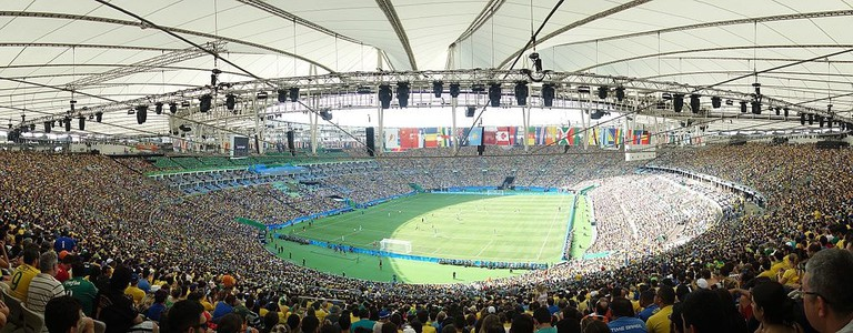 Brazil_vs_Honduras,_men's_football_tournament_at_the_2016_Summer_Olympics,_Maracanã_Stadium,_Rio_de_Janeiro,_Brazil_(2)