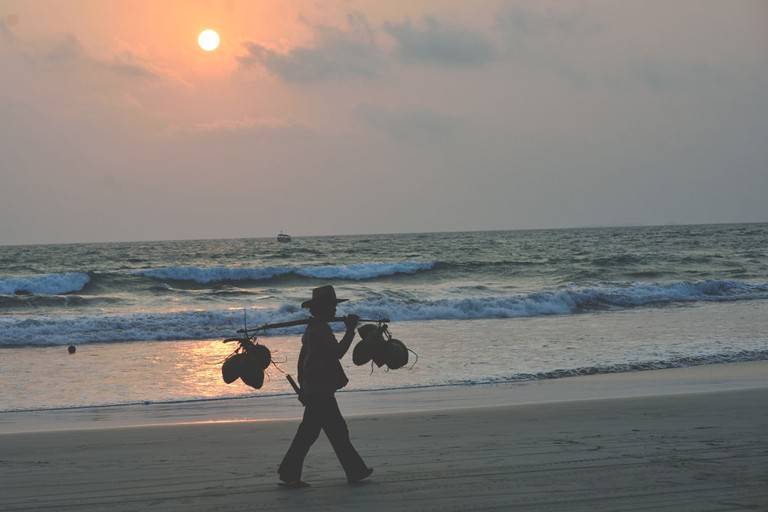 Coconut-Seller-at-Sunset-Ngwe-Saung-Beach