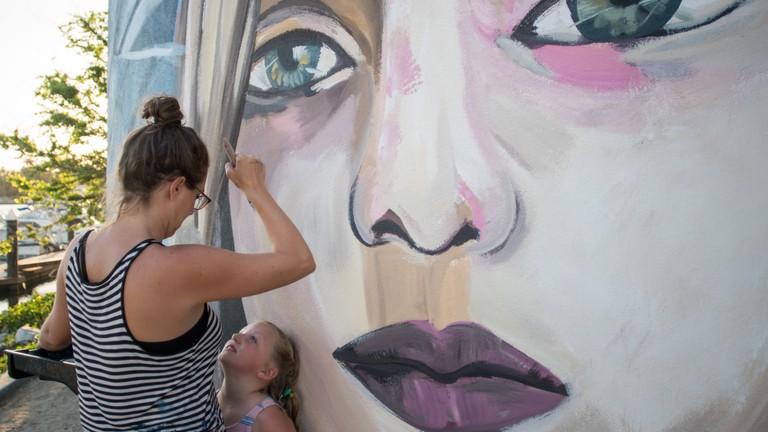 Paola Beck and a local helper | © El Ganzo