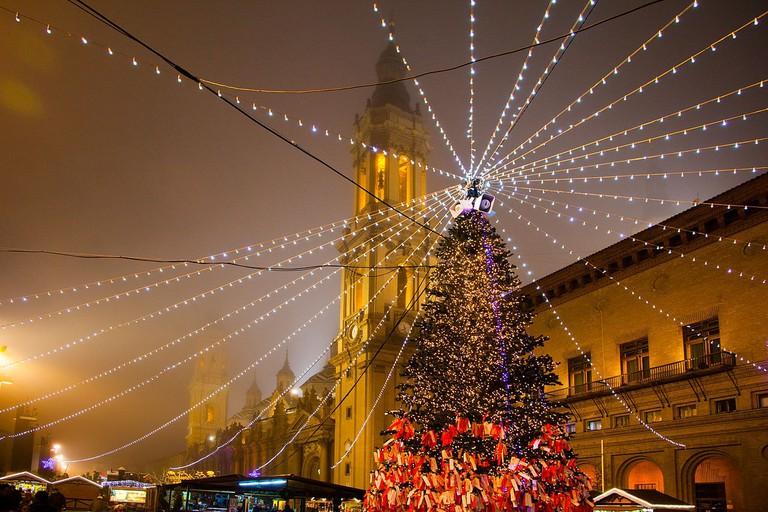 Plaza del Pilar, Zaragoza at Christmas | ©Iramonf / Wikimedia Commons