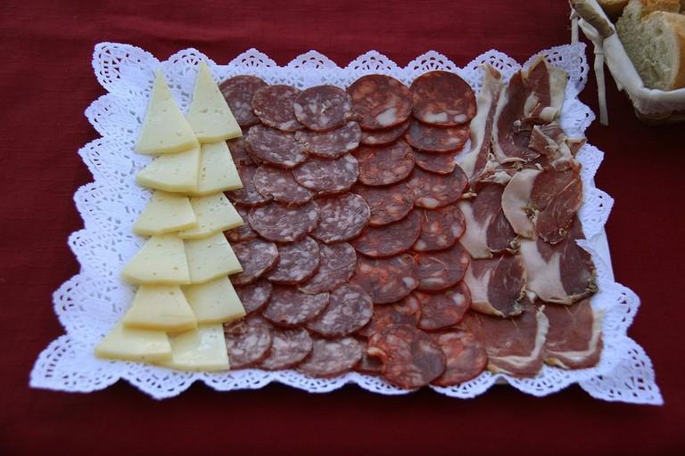entremeses platter | ©Tamorlan / Wikimedia Commons