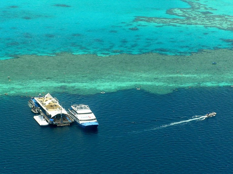 Green_Island,the_Great_Barrier_Reef,Australia_-_panoramio
