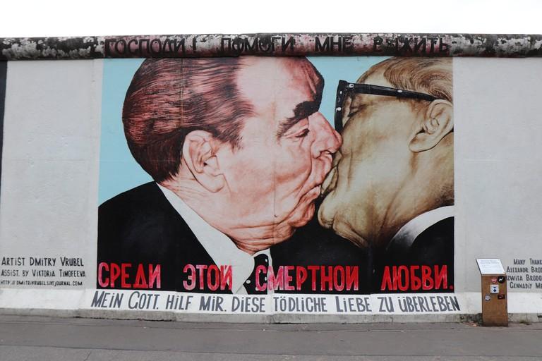 kiss-2779519_1920
