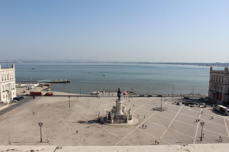https://pixabay.com/en/lisbon-square-trade-portugal-city-2701871/
