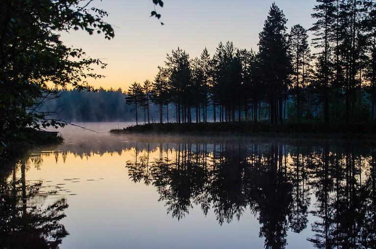 Midsummer_Night_at_Lake_Korkeajärvi_-_panoramio