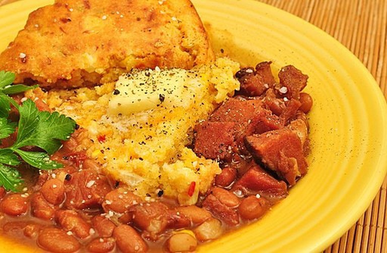 Mmm..._pinto_beans_with_ham_and_cheddar_cornbread_(6556347925)
