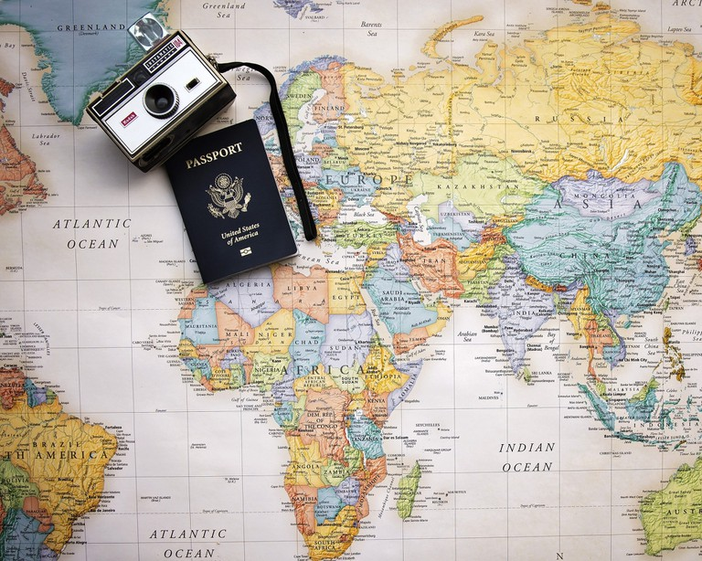 Passport and camera flat lay | © Pam Patterson / Pixabay