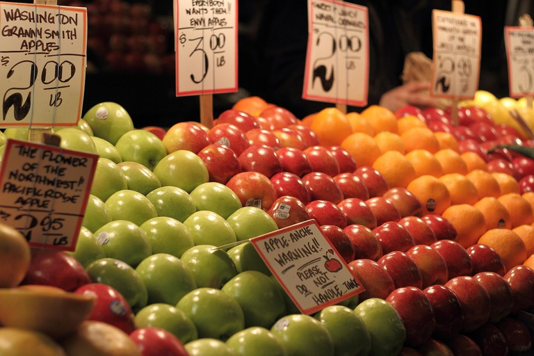 Pike Place Market Apples | © Roving-Aye! / Flickr