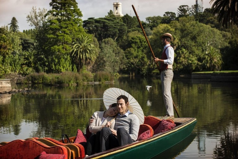 punting_on_the_lake_couple2-1024x684