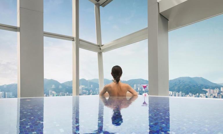 Ritz-Carlton-Swimming-Pool-Hong-Kong