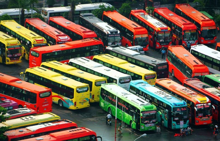 The rainbow of the bus options in Vietnam | © xuanhuongho/shutterstock
