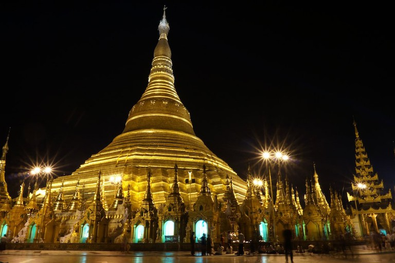 Shwedagon-Pagoda-at-Night