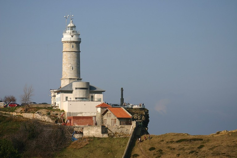 Faro de Cabo Mayor, Santander, Spain | ©Year of the Dragon / Wikimedia Commons