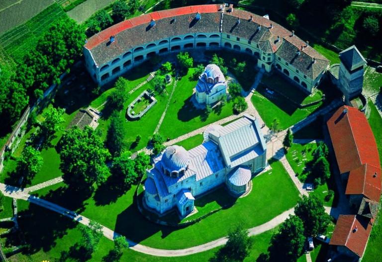 The majestic monastery at Studenica | © Alxadj / WikiMedia Commons