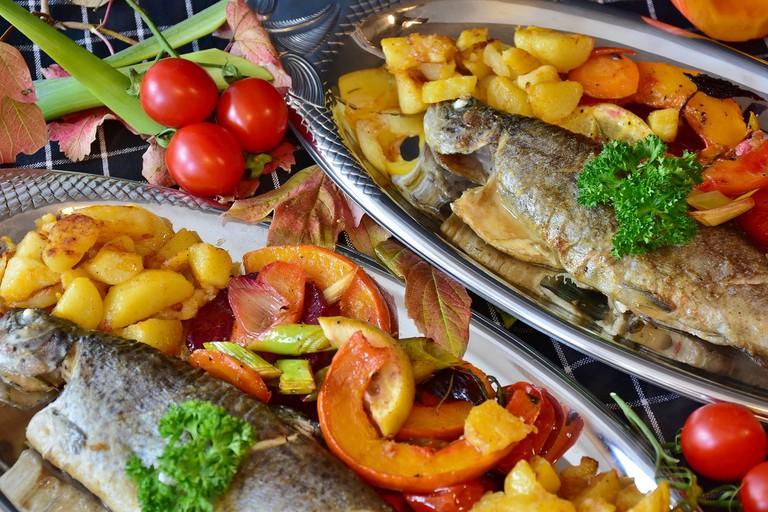 Roast fish with potatoes | © RitaE/Pixabay