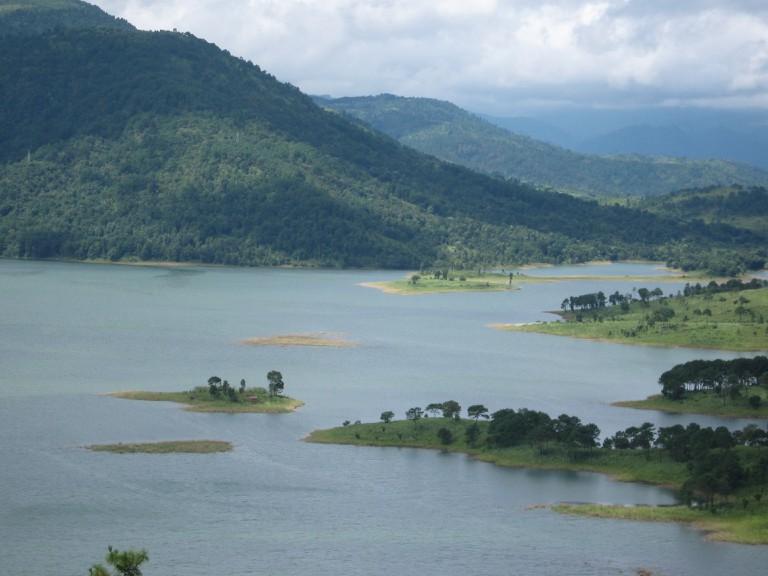 Umiam_lake,_shillong,_Meghalaya