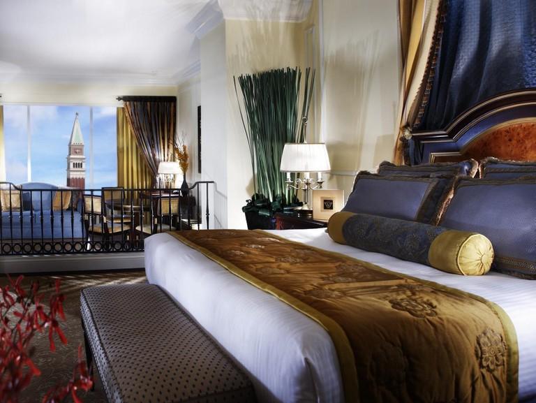 Venetian Macao big casino resort suite
