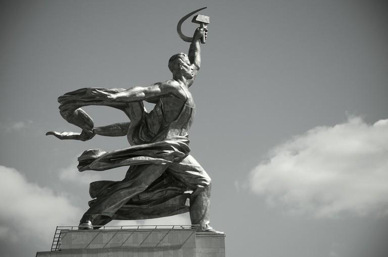 worker-and-kolkhoz-woman-2499826_1280