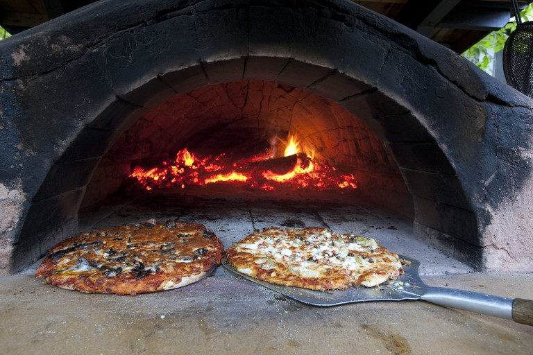 Wood-fired pizza | © OTMPC