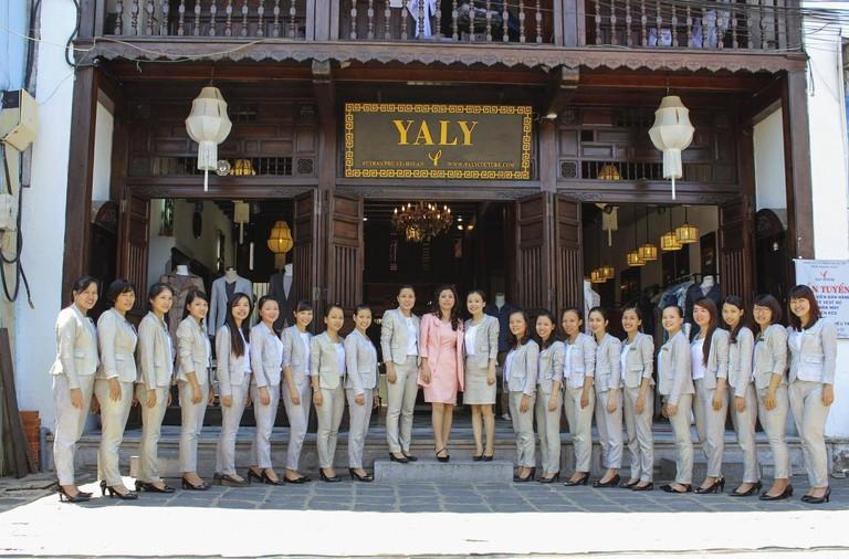 Professional staff   © YALY/Facebook