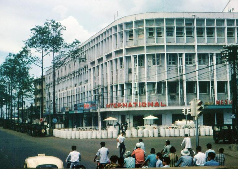 Barricaded International Hotel on Tran Hung Dao | © manhhai/Flickr