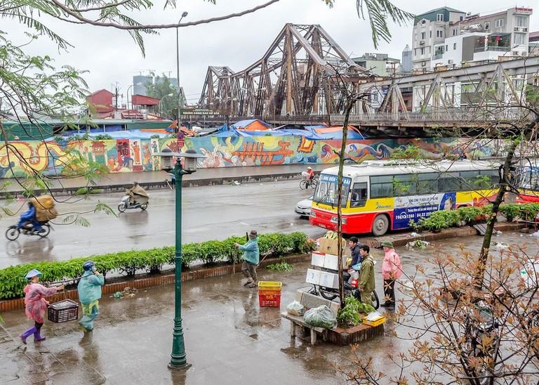 Long Bien Bridge in Hanoi   © Keith Yahl/Flickr