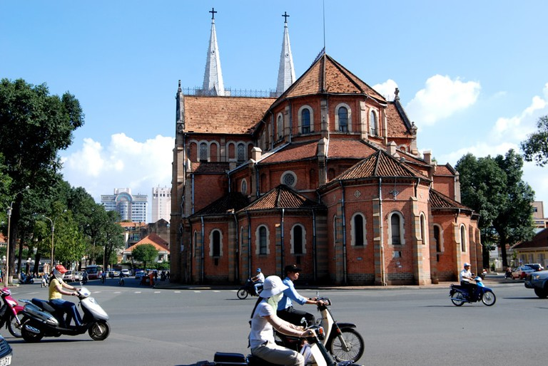 Backside of the Notre-Dame Cathedral Basilica in Ho Chi Minh City   © William Cho/Flickr
