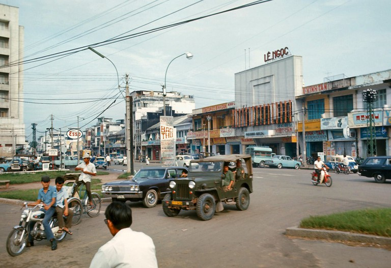 Military jeep along Tran Hung Dao | © manhhai/Flickr (Original by David Staszak)