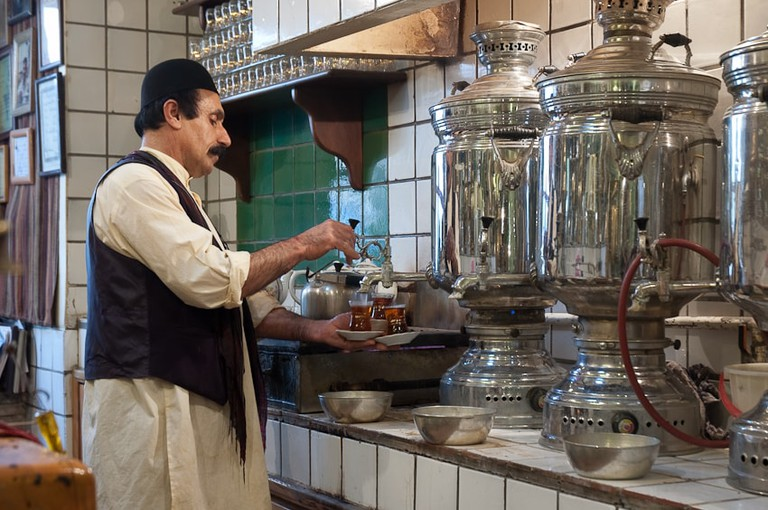 Tea served the traditional way | © Kamyar Adl / Flickr