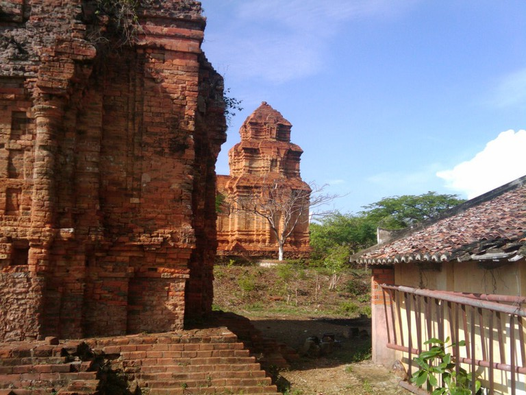 Cham ruins   © Leigh Blackall/Flickr