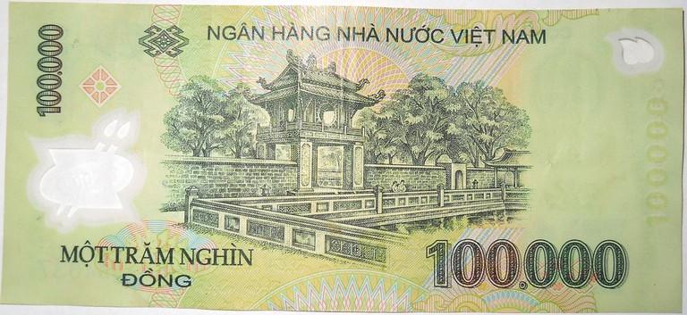 Polymer 100,000 VND banknote   © DAVID HOLT/Flickr