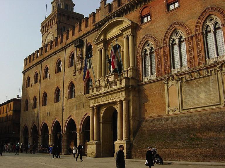 640px-Bologna_-_Palazzo_d'Accursio_-_Foto_Giovanni_Dall'Orto_5-3-2005_2