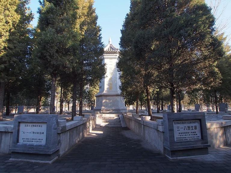 三一八烈士墓_-_Tomb_of_the_March_18_Massacre_Victims_-2013.03_-_panoramio