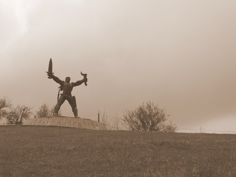 amirani statue