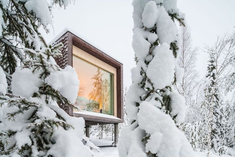Arctic TreeHouse Hotel suite from outside_preview