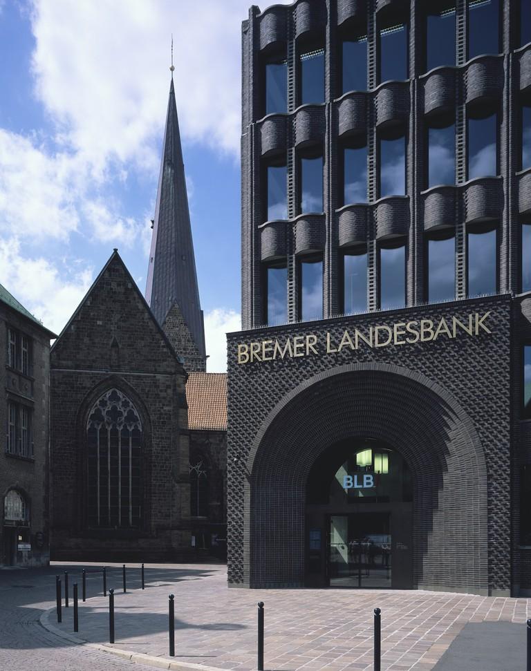 Bremer Landesbank Headquarters, Bremen, Germany_ Courtesy of Caruso St John Architects_ 2016 © HÇläne Binet