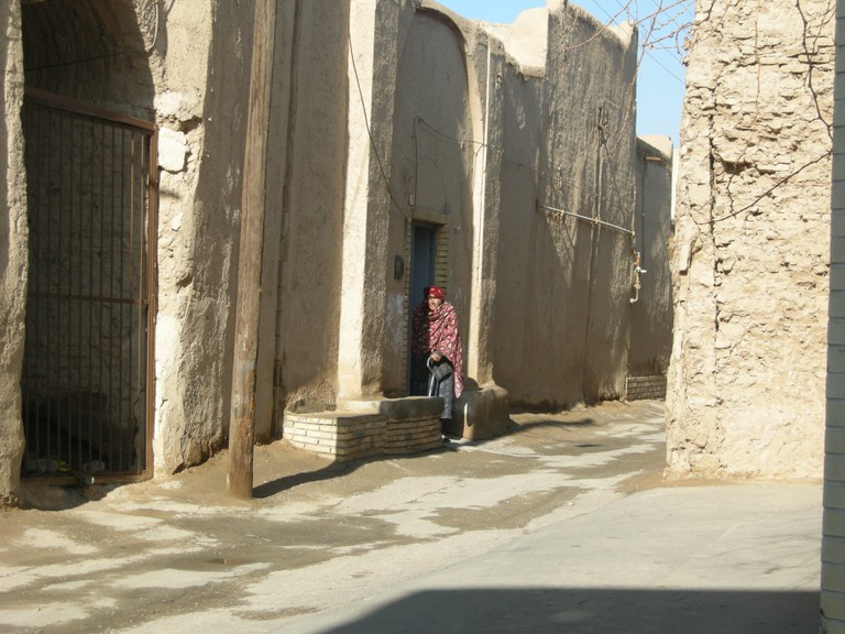 Benches are an element of the Zoroastrian neighborhood   © Pontia Fallahi