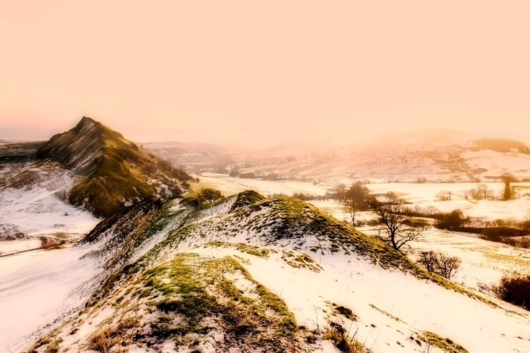 English countryside hills covered in snow | © Pixabay