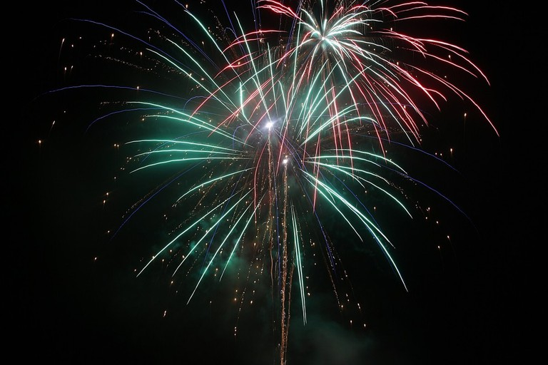 fireworks_pyrotechnics_fireworks_art_event_shower_of_sparks_explosion_light_night-545889.jpg!d
