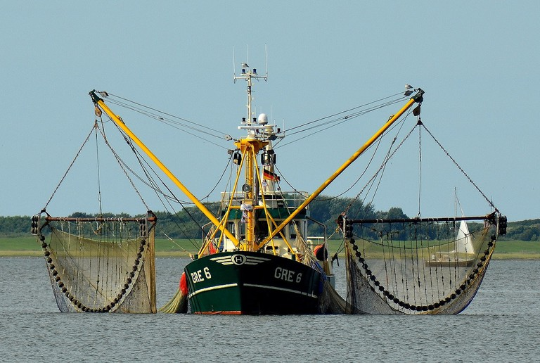 fishing-boat-2645137_1280