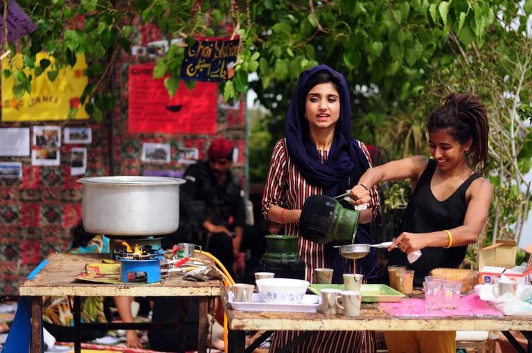 Gad girls making chai