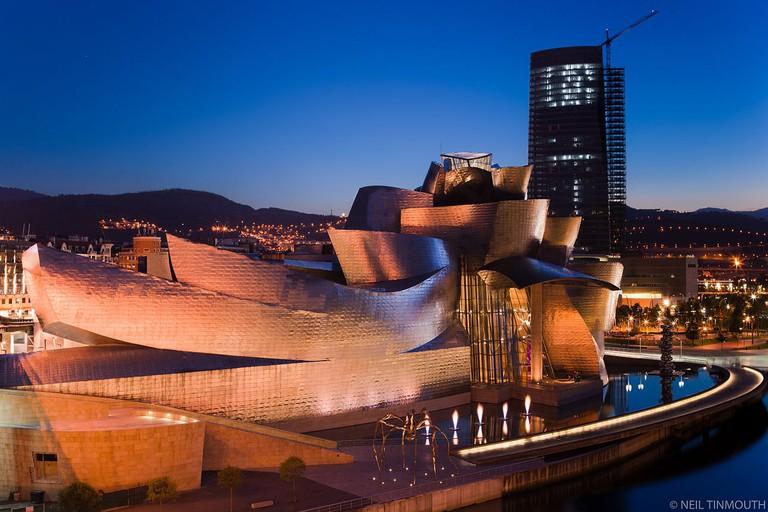 Guggenheim, Bilbao | ©Neil Tinmouth / Wikimedia Commons
