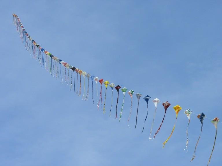 Kites in one string