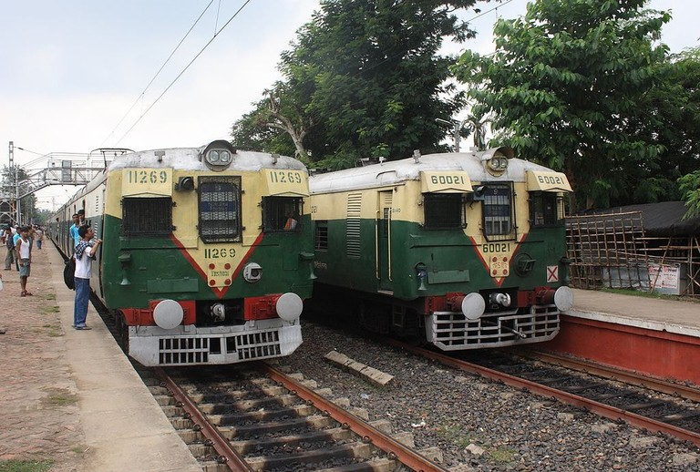 Kolkata Local Trains Arne Hückelheim WikiCommons