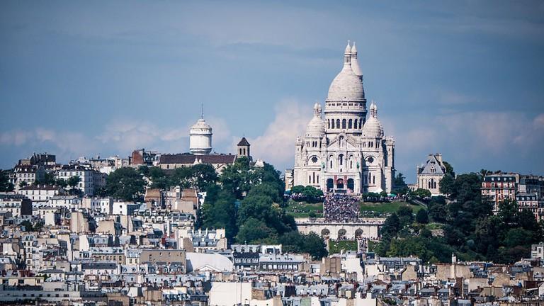 La_Basilique_du_Sacré-Cœur_de_Montmartre_vue_de_la_Tour_Saint-Jacques,_Paris_août_2014