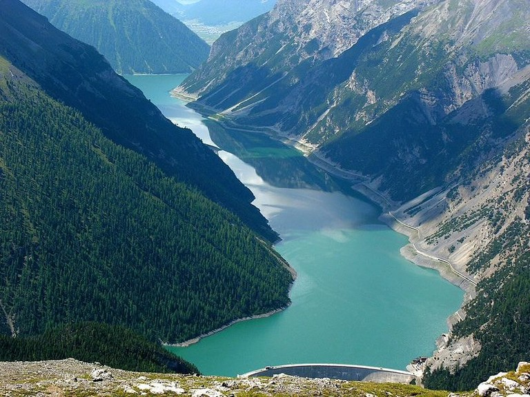 Livigno reservoir which crosses Italy and Switzerland   WikiCommons