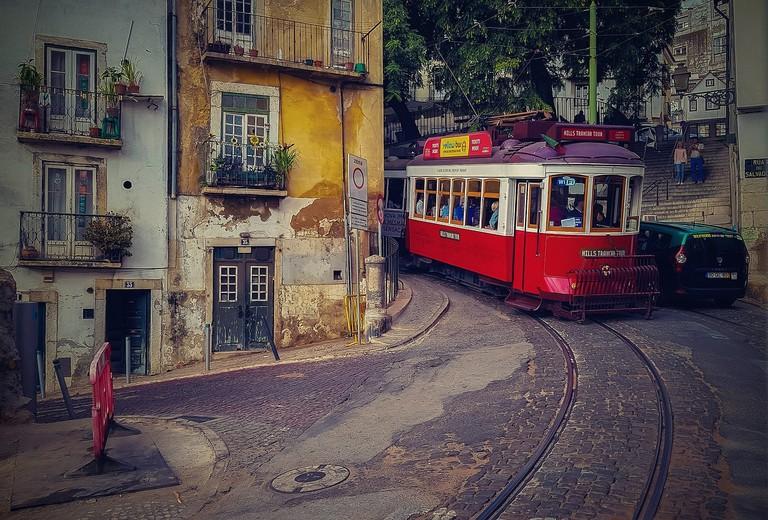 https://pixabay.com/en/lisbon-tram-streetcar-tram-portugal-3028604/