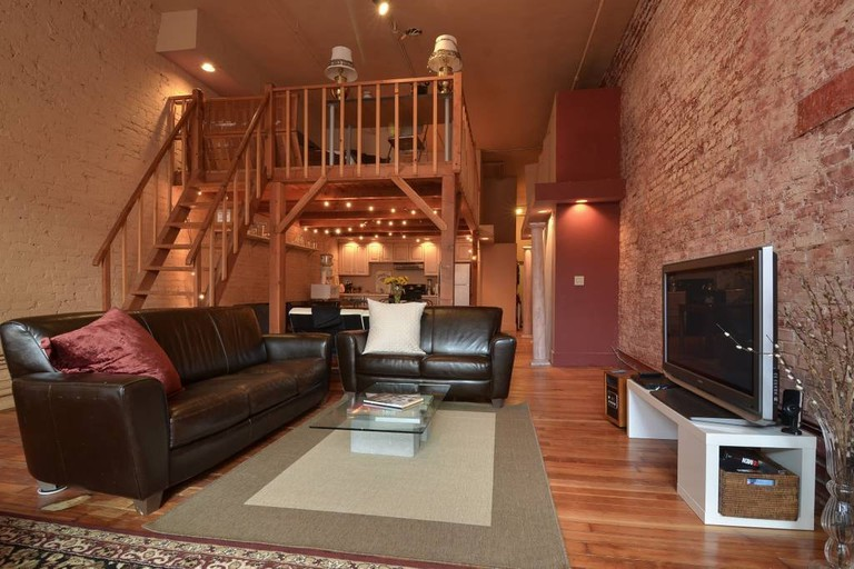 Living Area and Loft | © Airbnb