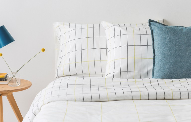 MADE ESSENTIALS Duno Double Cotton Reversible Bedset