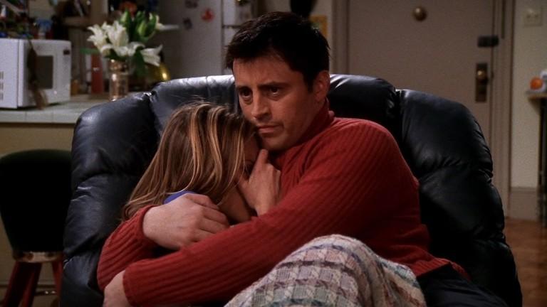 Joey and Rachel watch 'Cujo' | © Warner Bros. TV